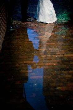 Aww... if it rains on my wedding day, i would so take a picture like this