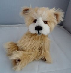 Good evening to all my new and newer likers , Im so sorry there have not been many new bears available.  Here is Tubby who is made from schulte mohair and a white alpaca face.  tubby is 5 way jointed and 9 inches tall and 7 inches sitting.   Tubby is one of a kind and his adoption fee is £65.00 posted within the UK, please email me if you are interested in him at www.facebook.com/bearaliciousbears