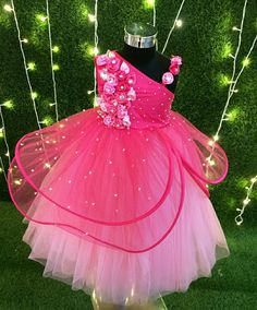 Mom And Baby Dresses, Baby Girl Party Dresses, Birthday Girl Dress, Dresses Kids Girl, Flower Girl Dresses, Kids Dress Wear, Kids Gown, Baby Frocks Designs, Kids Frocks Design