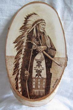 Pirograbado indio Sioux de la tribu Stinking Bear by Ducart. Madera de abedul 26 x 15 cm.