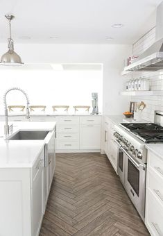 See beautiful inspiration shots and learn the pros and cons of choosing tile concrete or wood kitchen floors before you start your own kitchen refresh. - July 06 2019 at Kitchen Tiles, Kitchen Flooring, New Kitchen, Kitchen White, Tile Flooring, Kitchen Wood, Stylish Kitchen, Farmhouse Flooring, Kitchen Cabinets