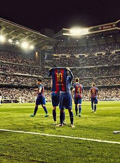 Real Madrid made 3 attempts to bring Messi to the club. In 2013 & in Messi rejected 3 times. God Of Football, Football Is Life, Football Players, Leonel Messi, Fc Barcelona, Messi Poster, Real Madrid Manchester United, Lionel Messi Wallpapers, Tattoos