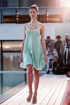 Vestido de Agostina Bianchi con aplicación de crochet .   Verano-2016