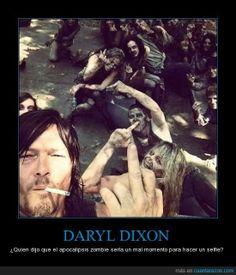 Daryl Dixon y su selfie - ¿Quien dijo que el apocalipsis zombie sería un mal momento para hacer un selfie?