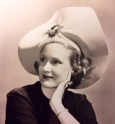 Vintage Hats, Vintage Ladies, Retro Vintage, Retro Baby, Vogue Covers, Movie Stars, Photographs, Celebrities, Women