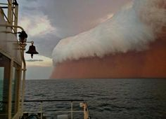 Red Wave dust storm hit the coast of Western Australia Wednesday evening. No extreme damage has been reported. Red Wave dust storm hit the coast of Western Australia Wednesday evening. All Nature, Amazing Nature, Science Nature, No Wave, Wave Boat, Natural Phenomena, Natural Disasters, Fuerza Natural, Cool Pictures