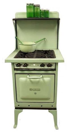 ~ Great old stove . my Nana had one beside the wood stove . Kitchen Stove, Old Kitchen, Vintage Kitchen, Kitchen Appliances, Kitchen Small, Kitchen Ideas, Viking Appliances, White Appliances, Updated Kitchen