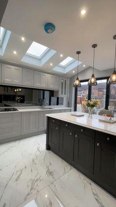 Kitchen Mirror Splashback, Glass Kitchen, New Kitchen, Kitchen Cabinet Design, Modern Kitchen Design, Interior Design Kitchen, American Kitchen Design, Home Decor Kitchen, Home Kitchens