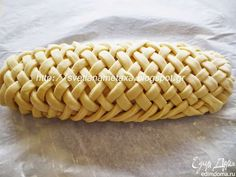 Svetlana Metax offers a sweet recipe wrapped up in a latticed yeast dough. If you're not fluent in Russian, no worries--the page translates to English. Wrap Recipes, Sweet Recipes, Baking Recipes, Biscuit Recipe, Dough Recipe, Bread Display, Best Homemade Bread Recipe, Bread Shaping, Bread Art