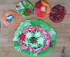 Melted-Christmas-Candy-Ornaments-    http://www.cheaprecipeblog.com/2012/12/melted-christmas-candy-ornaments/#