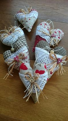 Camping gift ideas [for roadtrip lovers and outdoor freaks] Valentine Day Crafts, Valentine Decorations, Holiday Crafts, Crafts To Make, Arts And Crafts, Fabric Hearts, Lavender Bags, Old Quilts, Lace Heart