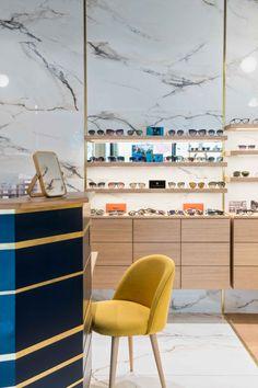 0842062fad7c1d 49 meilleures images du tableau Agencement de magasins d optique ...