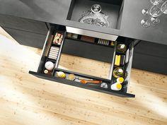Praktische Schränke für mehr Stauraum in der Küche: Spülenschrank mit U-Auszug
