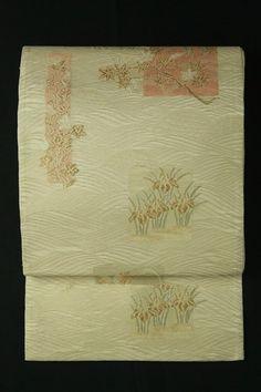 White fukuro obi , rokutsu, sha / 白地 淡金並み文に趣きある花蝶柄 六通紗袋帯   #Kimono #Japan  http://www.rakuten.co.jp/aiyama/