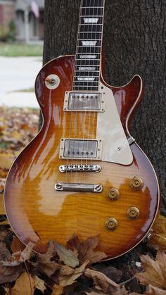 I love these electric gibson guitar:) 7488 Guitar Logo, Music Guitar, Cool Guitar, Playing Guitar, Guitar Vector, Gibson Guitars, Fender Guitars, Acoustic Guitars, Gibson Les Paul