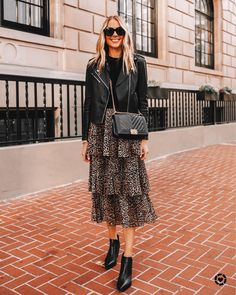 leopard skirt, how to style leopard, how to wear animal print, leather jacket Skirt Outfits, Fall Outfits, Fashion Outfits, Pretty Outfits, Fall Fashion Trends, Autumn Fashion, Black Leather Jacket Outfit, Leather Boots, Leather Jackets
