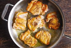 Skillet Chicken Thighs with Creamy Tomato Basil Spinach Sauce - great idea for a quick weeknight meal! Boneless skinless chicken thighs are seared to perfection and served in a creamy tomato basil sauce with Skillet Chicken Thighs, Chicken Skillet Recipes, Chicken Tender Recipes, Chicken And Chorizo Pasta, Basil Chicken, Keto Chicken, Chicken Thights Recipes, Boneless Chicken, Whole 30 Recipes