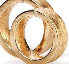alianzas de boda originales en oro amarillo con grabado y diamante