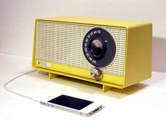 Vintage radios become iPhone speakers A cool recycling idea by designer Devin Ward. We want one of these on our desk! A cool recycling idea by designer Devin Ward. Ipod Speakers, Diy Speakers, Modulo 2, Retro Radios, Record Players, Upcycled Vintage, Repurposed, Mellow Yellow, New Artists