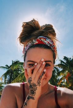 VSCO - oceanshine - Images Get a Henna tattoo Pantene Pro V, Poses Photo, Foto Casual, Summer Aesthetic, Blue Aesthetic, Foto Pose, Summer Photos, Photo Instagram, Summer Photography Instagram