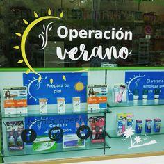 Escaparate #fotoprotección #farmacia. #Solares operación verano.