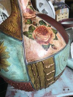 Glass Bottle Crafts, Wine Bottle Art, Glass Bottles, Jar Art, Altered Bottles, Gin And Tonic, Tin Boxes, Pottery Vase, Shabby Chic Decor