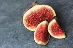 Storesøsters Kjøkken: Honningbakte Fiken Med Valnøtter Plum, Fruit, Food, The Fruit, Meals, Yemek, Eten