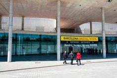 Entrada principal del Recinto Ferial Gran Via de Barcelona, muy tranquila horas antes de la inauguración.