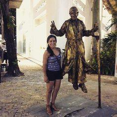 Por ahí #PlayaDelCarmen #RivieraMaya #PaseoDelCarmen #levitando #streetart #arteurbano  #goldenboy #gold #picoftheday #CaribeMexicano #quintaavenida #visitmexico by nadyenka_rios