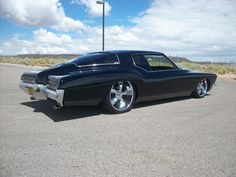 '72 Buick Riviera with 22/20 wheels