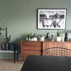 20 Trendy Dining Room Wall Colors to Transform Your Space Green Dining Room, Dining Room Colors, Living Room Green, Bedroom Green, Dining Room Walls, Green Rooms, Living Room Paint, My Living Room, Living Room Decor