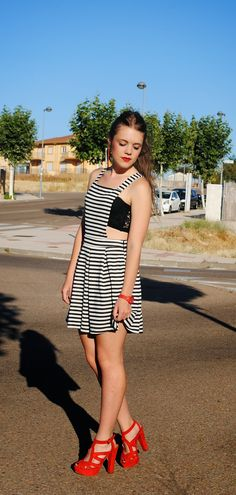 Coloco mi desastre con mi ropa.: Stripes dress.