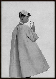 "Christian Dior P / E 1958 ""Prix d'Honneur"". - Christian Dior P/E 1958 ""Prix d'Honneur"". Christian Dior P / E 1958 ""Prix d'Honneur"". Vintage Dior, Christian Dior Vintage, Vintage Couture, Mode Vintage, Vintage Dresses, Vintage Outfits, 1950s Fashion, Vintage Fashion, Ysl"