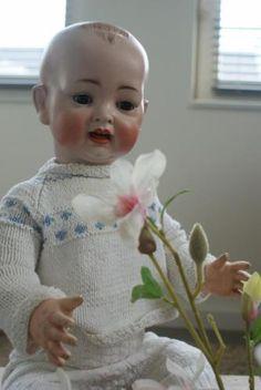 Antique doll  GEMERKT ACHTEROP MET: 151 13(MAAT) 151 STAAT VOOR HET MERK HERTEL & SCHWAB. www.antiekepop.nl