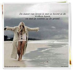 I absolutely love this photo. Taken in Byron Bay, my favorite place in the world, even on a cloudy day. Indie, Bohol, Girly Quotes, Am Meer, Byron Bay, Soft Grunge, Strand, Mantel, Surfing
