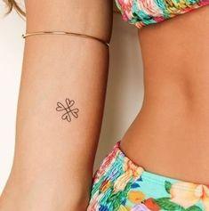 Small tattoos, great effect! 100 magical motives for inspiration - Tattoos - Tattoo Cute Tiny Tattoos, Little Tattoos, Mini Tattoos, Trendy Tattoos, New Tattoos, Tattoos For Guys, Tattoos For Women, Tatoos, Awesome Tattoos