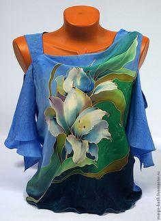 """Купить Топ-батик """"Речная лилия"""" - голубой, цветочный, шелк, шелковая блузка, рисунок на ткани"""