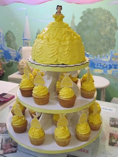 Image detail for -Party for my little princess! Complete with Belle cupcake tower and . Birthday Fun, Birthday Parties, Birthday Ideas, Fete Emma, Princess Tea Party, Princess Belle Cake, Princess Birthday Cakes, Little Princess, Cupcakes Decorados