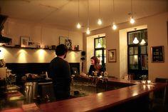 treubleiben | Stadtbekannt Wien | Das Wiener Online Magazin Online Magazine, Drink Coffee, Salon Design, Vienna, Conference Room, Beer, Home Decor, Loyalty, City