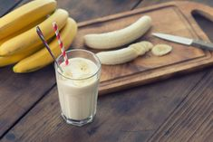 """""""Funky Monkey"""" smoothie by Stephen Coe.the most healthy + DELICIOUS banana smoothie we've tried! Smoothies Banane, Healthy Smoothies, Healthy Drinks, Healthy Snacks, Breakfast Healthy, Detox Smoothies, Balanced Breakfast, Detox Drinks, Peanut Butter Smoothie"""