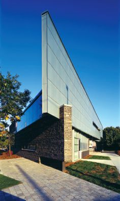 Project: Eatonville Library  Location: 430 Burnhamthorpe Rd, Toronto, ON Product: Zinc Architect: Teeple Architects #brilliantbuildings