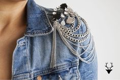 Light weight jackets to enhance your outfit. Denim Fashion, Fashion Outfits, Womens Fashion, Kleidung Design, Shoulder Jewelry, Techniques Couture, Fashion Details, Fashion Design, Denim And Lace