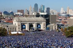 Kansas City, Missouri was pretty crowded yesterday for the Royals' Victory Parade, to say the least. The population of Kansas City is estimated to be around Kansas City Royals, Kansas City Missouri, World Series Parade, Kc Royals Baseball, Building Front, Nostalgia, Victory Parade, Union Station, Home Team