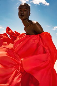 Carolina Herrera New York orange ruffled gown from Pre-Fall 2019 in The Zoe Report My Black Is Beautiful, Beautiful People, Black Girl Magic, Black Girls, Style Feminin, Brown Skin Girls, Black Girl Aesthetic, Black Models, Carolina Herrera