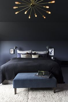 diy home decor for small bedroom Black Bedroom Design, Blue Bedroom, Bedroom Inspo, Home Decor Bedroom, Bedroom Wall, Contemporary Bedroom, Modern Bedroom, House Of Philia, Sofa Design