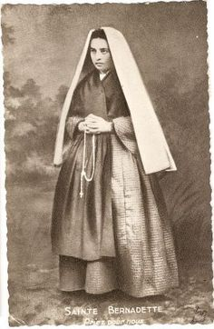 Saint Bernadette of Lourdes Ste Bernadette, St Bernadette Of Lourdes, St Bernadette Soubirous, Catholic Art, Catholic Saints, Roman Catholic, Religious Art, Catholic Prayers, Incorruptible Saints