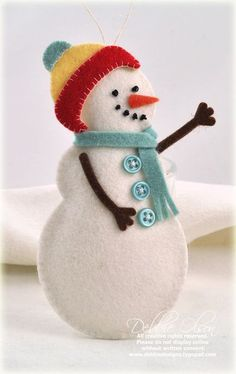Felt snowman by Debbie Olson for Papertrey Ink (October 2011).