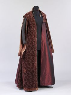 This once splendid gown illustrates the recycling process that most clothing underwent, until the late nineteenth century. It is made of velvet, cut and un. Baroque Fashion, European Fashion, Fashion Art, Emo Fashion, Gothic Fashion, 17th Century Clothing, 20th Century Fashion, Lush Clothing, Gypsy Clothing