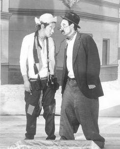 "Manuel Medel y Cantinflas en ""Águila o sol"" (Dir. Arcady Boytler, 1937)."