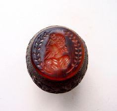 """Древневосточный  перстень-печать с геммой  """"Шах"""". Бронза. Камень - агат."""